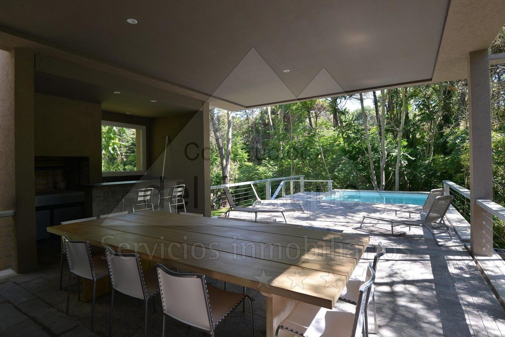 Casa moderna con piscina en zona preferencial for Casa moderna con piscina